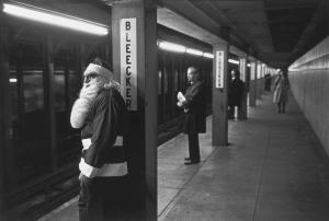 USA. New York. Bleecker Street subway stop. Santa Claus waiting for train. 1976 © Richard Kalvar